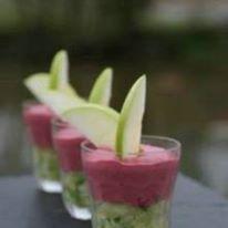 La cuillère et le pot : chutney de betterave rouge sur tartare de concombre et pomme verte