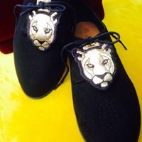 ROKE Créations, «déco» de chaussures à lacets en cuir brodé