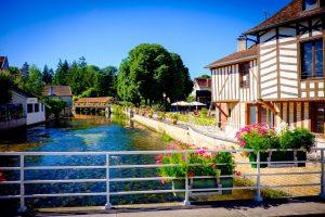Essoyes joli village de Chamapgne,, où vécu Pierre-Auguste Renoir