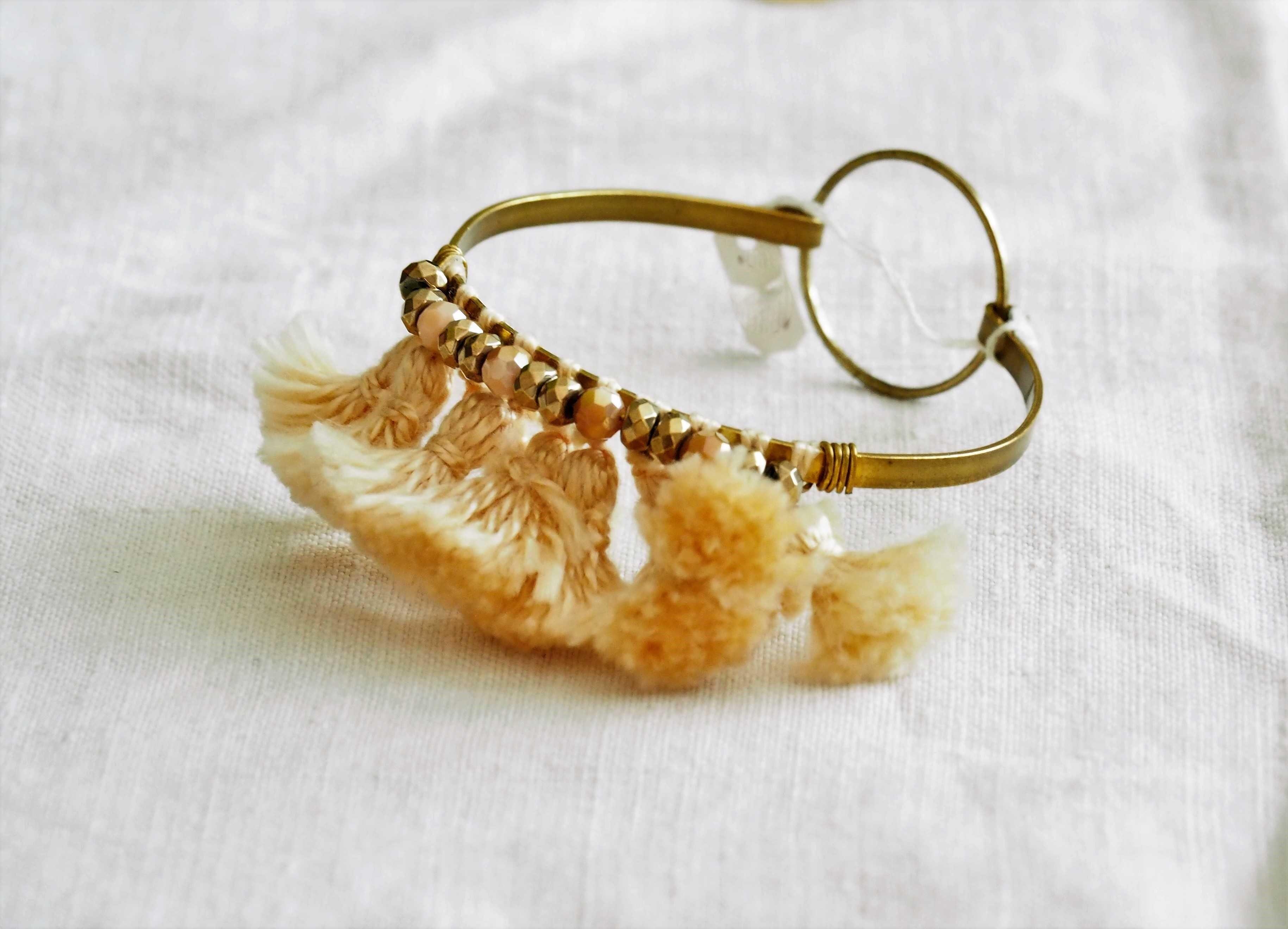 Bracelet perles à facette et coton...