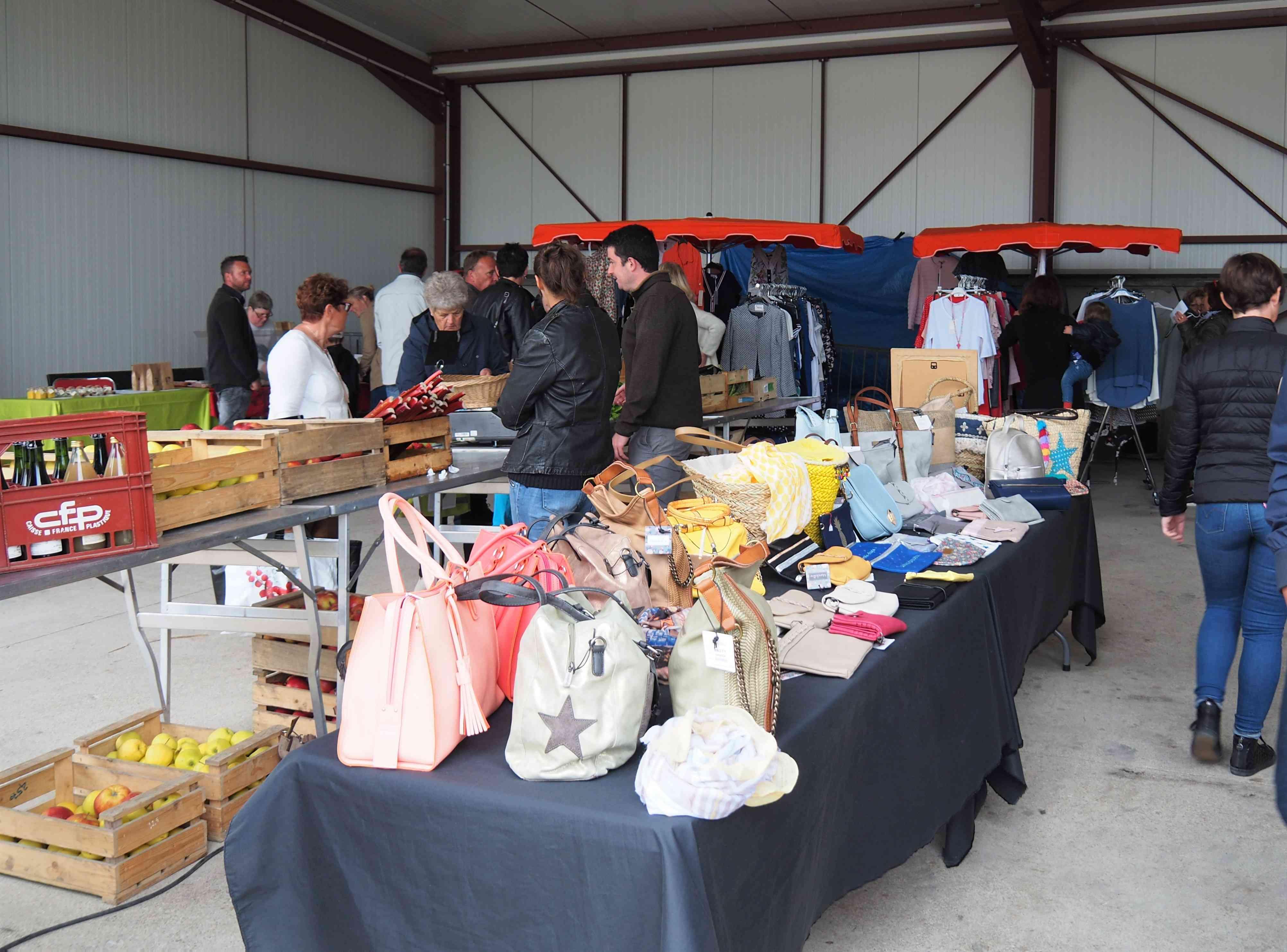 Etals du marché de Villers-Franqueux