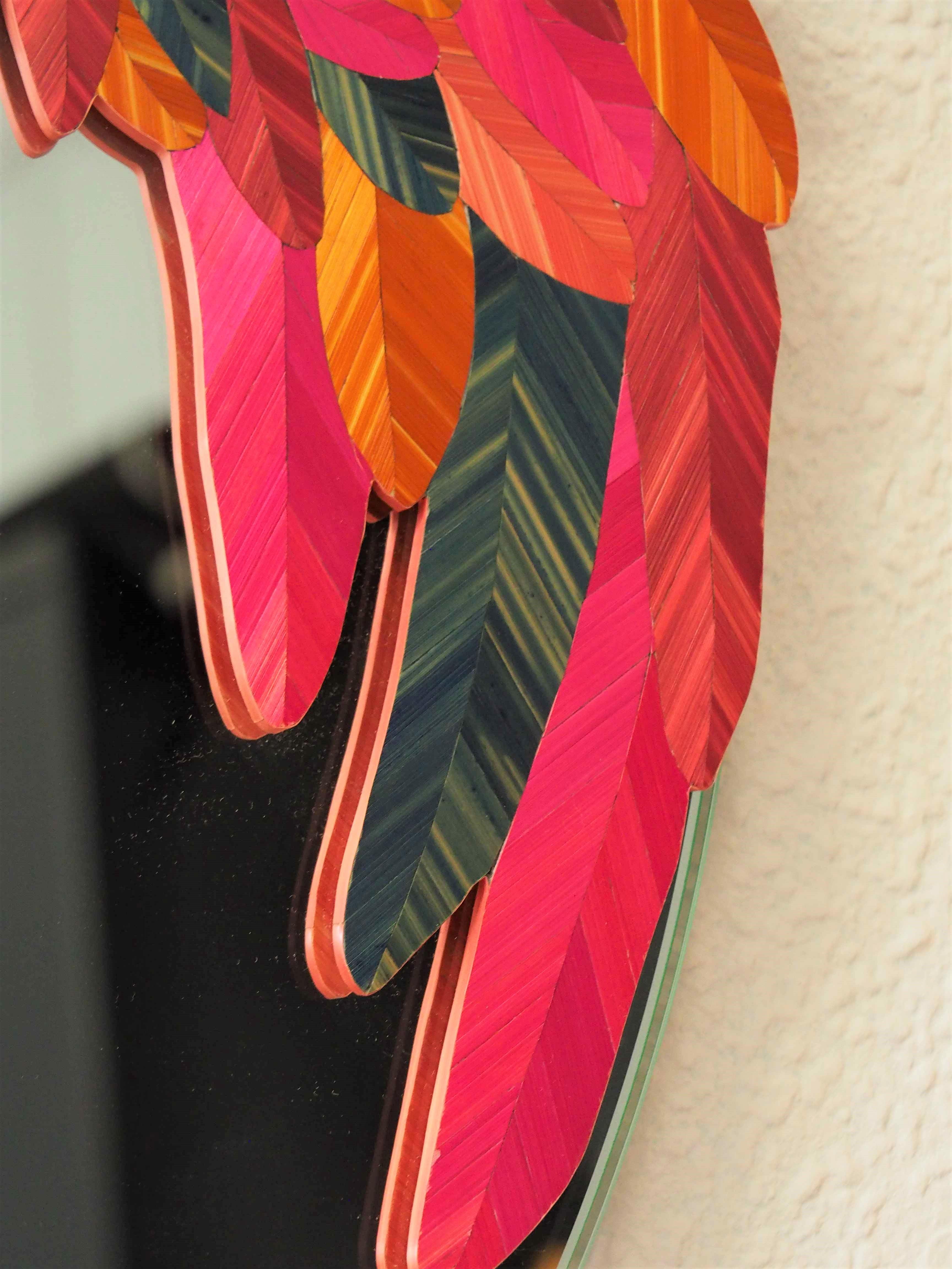 Détail queue de paon, sur un miroir