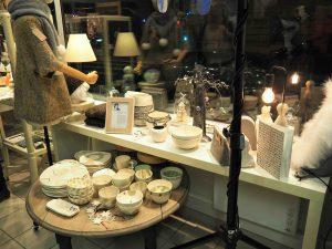 Une des vitrines de La Louve Rémoise, côté boutique !