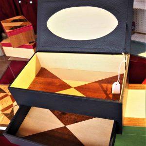 Boîte à bijoux en marqueterie et similicuir