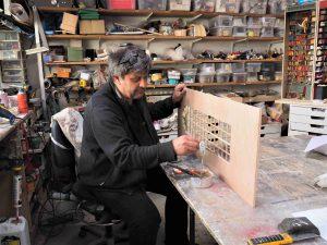 Christian PAIX dans son atelier