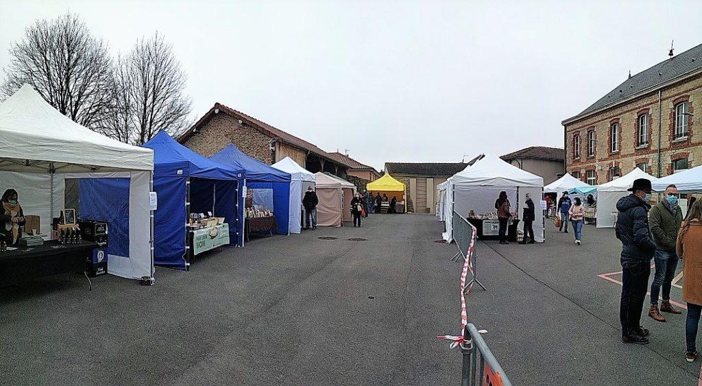 Quelques stands du marché de Terroir et de l'Artisanat d'Ecury-sur-Coole