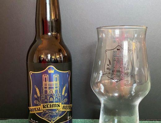 Jolie bouteille et son verre