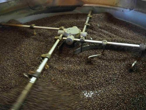 Café tout juste torréfié, en phase de refroidissement