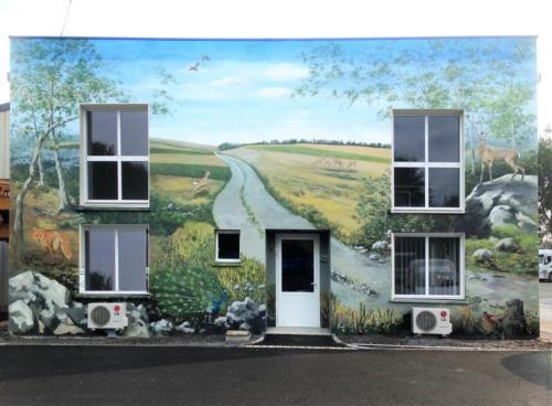 Fresque sur façade de bureaux