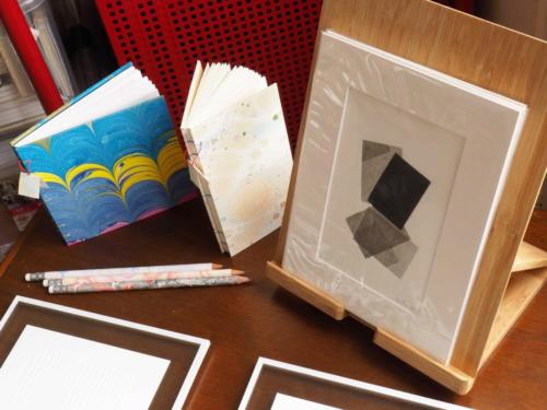 Papier marbré et gravure
