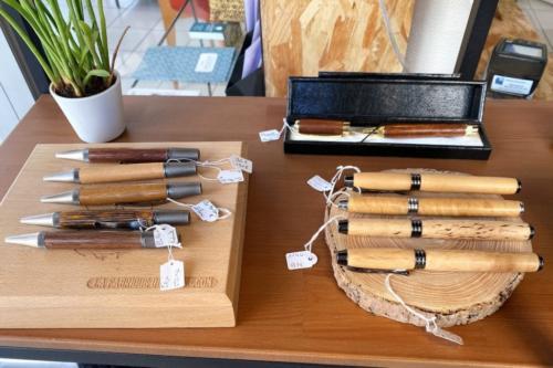 Petit échantillon de la gamme de stylos en bois